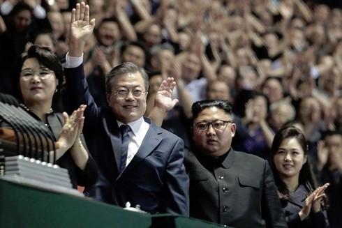Tổng thống Hàn Quốc Moon Jae-in và Nhà lãnh đạo Triều Tiên Kim Jong-un trong cuộc gặp Thượng đỉnh lần 3 tại Bình Nhưỡng. Ảnh: Joint Press Corps