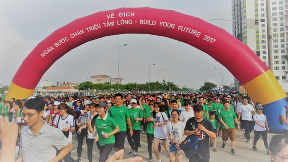 Students join in charity run in district 2