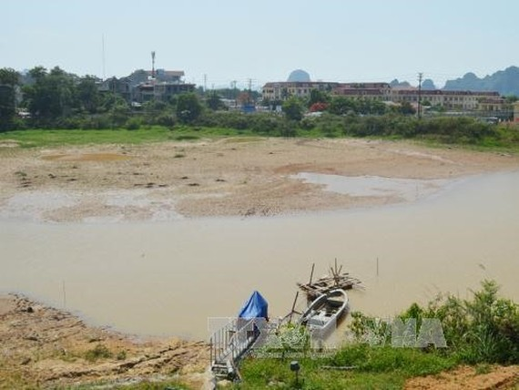 The low level of water at the Mắt Rồng Reservoir in Vân Đồn District, Quảng Ninh Province. — VNA/VNS -Nguyen Hoang