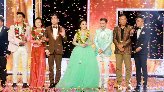 Ngoc Son (3rd, from L) is one of four member juries of Bolero Ido 2017-Photo: SGGP