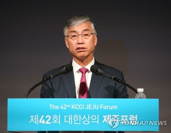 Chinese Ambassador Qiu Guohong speaks during a forum held by the Korea Chamber of Commerce & Industry held on Jeju Island on July 22, 2017. (Yonhap)