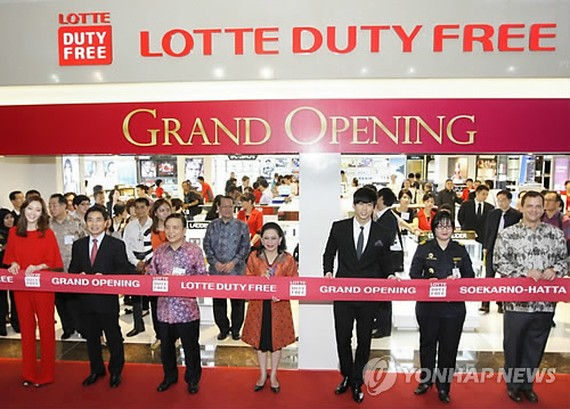 the opening ceremony of its first overseas shop at Jakarta International Airport in Indonesia on the same day. (Yonhap)