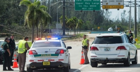 A police checkpoint on US Highway 1 blocks access to the Florida Keys following Hurricane Irma. — AFP/VNA Photo