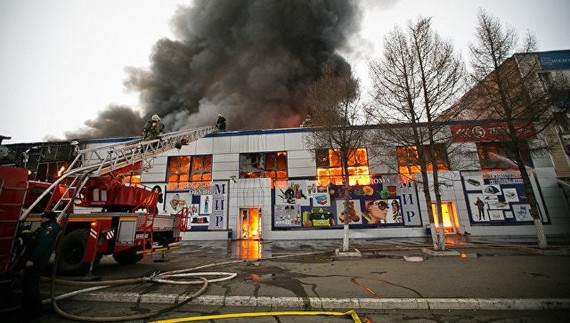 "A fire breaks out at the shopping centre Mir on the Avenue of Victory, Orenburg city, Russia, also known as ""the mall of Vietnamese"", last weekend. (Photo: ria56.ru)"