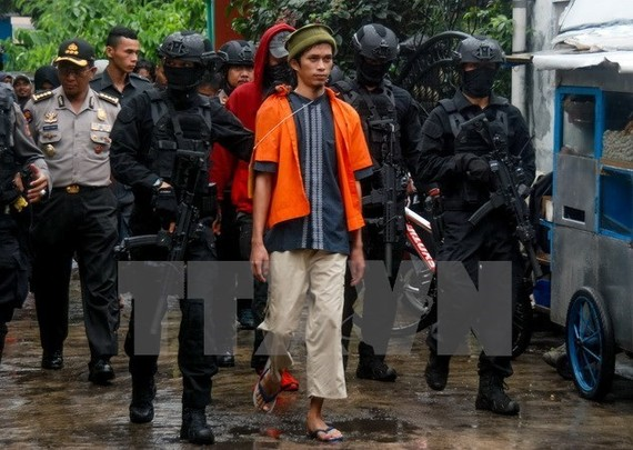 Indonesia police arrest a man suspected to be terrorist in Mekarsari, West Java, on October 26 - Illustrative image (Source: VNA)