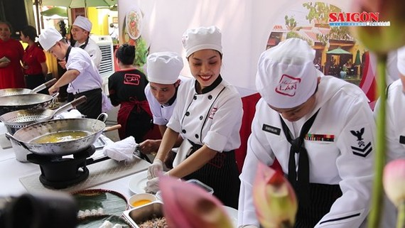 USS Carl Vinson's chefs make Vietnamese dishes