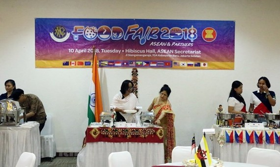 Stalls run by other ASEAN countries at the festival (Photo: VNA)