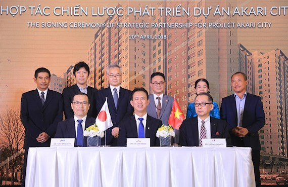 Japanese investors & Nam Long Group sign agreement to develop Akari City project