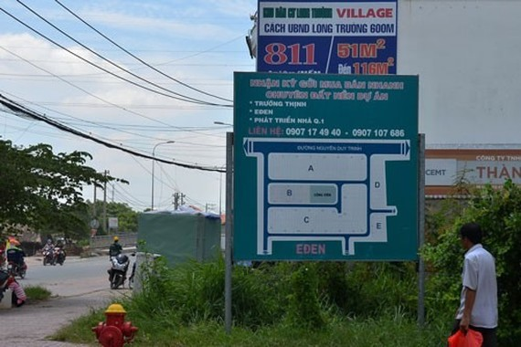 Most commercial banks have raised interest rates on property loans because of soaring prices in the market. Photo nld.com.vn