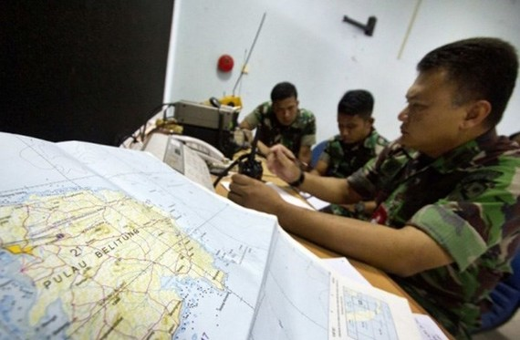 Indonesia: Plane with nine aboard goes missing