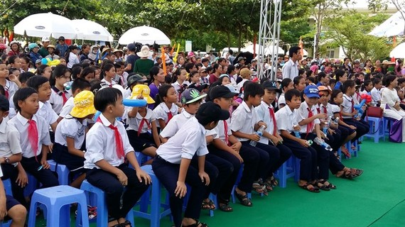 Students at a secondary school in Quảng Nam Province. The province is looking to develop an international standard education system that focuses on human resources. — VNS Photo Công Thành