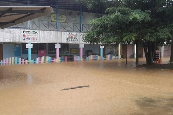 A school is flooded in heavy rain in Thailand (Photo: bangkokpost.com)