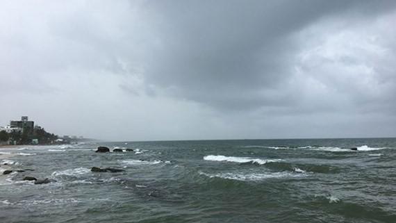 Low-pressure zone brings rains in East Sea