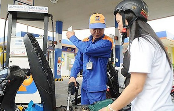 Petrol price reduces VND 1,082 per liter