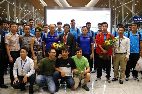 Vietnam's football team arrives in Kuala Lumpur for final first leg