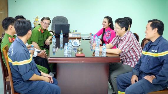 Hoa hậu Quý bà Châu Á 2016 thăm hỏi lực lượng PCCC TPHCM