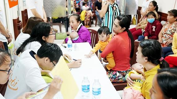 Không khí buổi trao 200 triệu đồng tặng Bệnh viện Răng Hàm Mặt Trung ương TPHCM