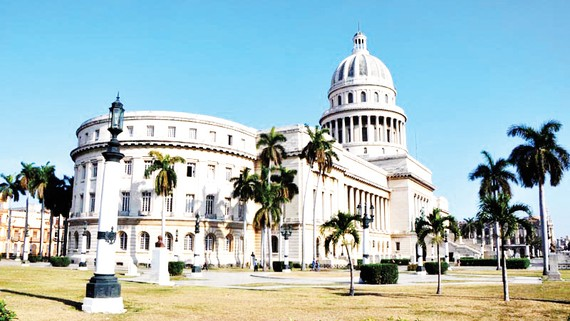 Tòa nhà Capitol đón du khách trở lại