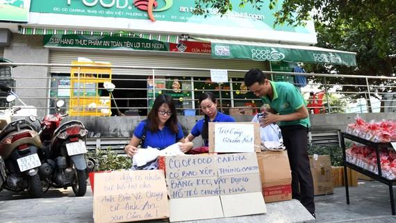 Co.op Food tiếp tục bố trí nhân sự hỗ trợ cư dân chung cư Carina Plaza