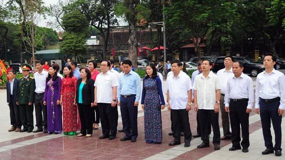 Đoàn đại biểu Thành phố Hà Nội tưởng nhớ Lênin. Ảnh: Đảng Cộng sản Việt Nam