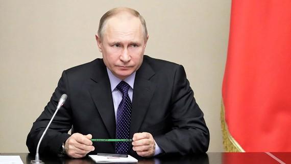 Chiếc bút của Tổng thống Putin hơn 77.000 USD