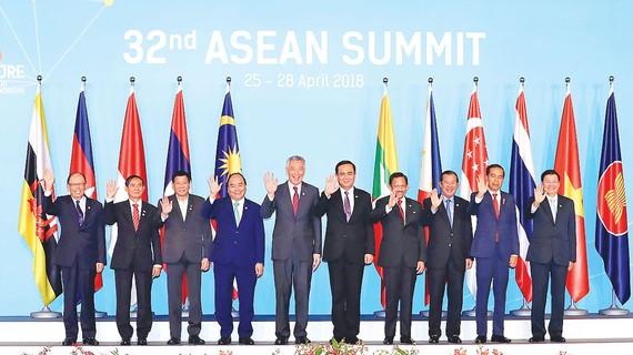 Thủ tướng Nguyễn Xuân Phúc và các trưởng đoàn tham dự hội nghị