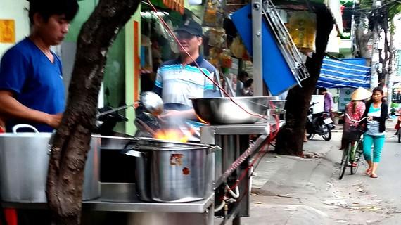 Sử dụng bếp lò khè trong chiên, nấu dễ gây cháy nổ