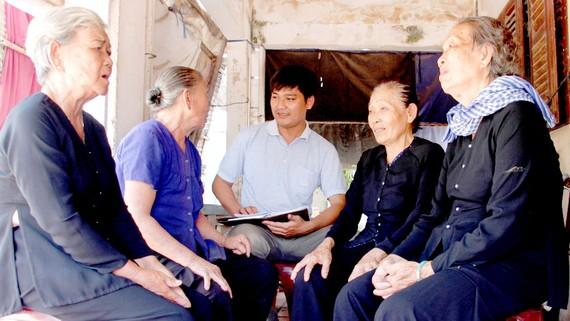 Các cựu dân quân hỏa tuyến kể lại câu chuyện với PV Báo SGGP