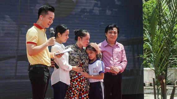Ông Trần Hữu Phương – Giám đốc Chi nhánh Vinamilk tại Cần Thơ chia sẻ về sự hỗ trợ của Vinamilk dành cho gia đình bé Hoàng Thị Hồng Ngọc, là đối tượng thụ hưởng của Quỹ sữa Vươn cao Việt Nam