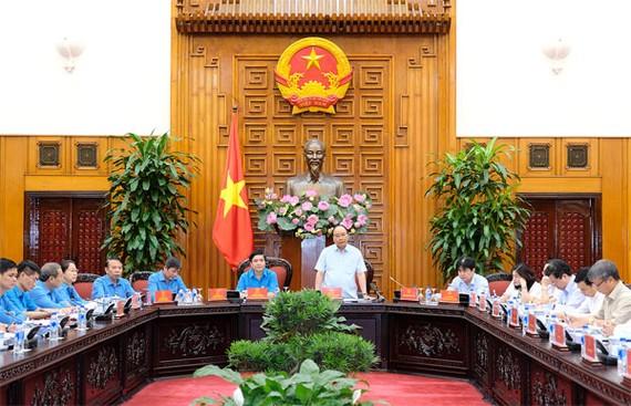 Thủ tướng Nguyễn Xuân Phúc tại buổi làm việc với Tổng Liên đoàn Lao động Việt Nam. Ảnh: VGP