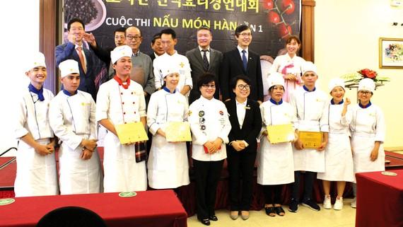 """Trao giải """"cuộc thi nấu món Hàn lần 1"""" tại TPHCM"""