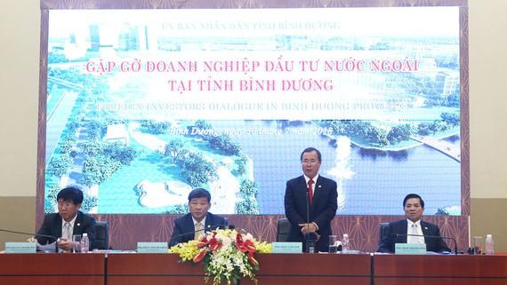 Bí thư Tỉnh ủy Trần Văn Nam cùng lãnh đạo tỉnh trong một buổi gặp gỡ doanh nghiệp