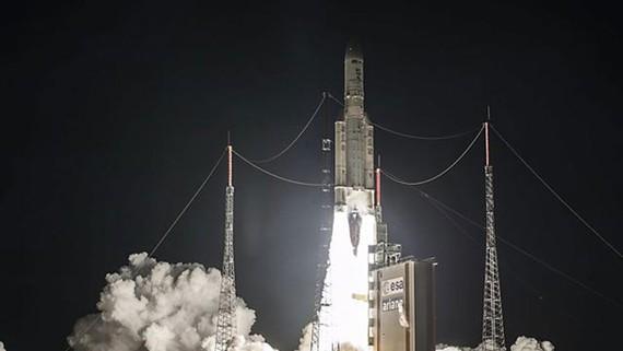 Ariane 5 thực hiện vụ phóng thứ 100