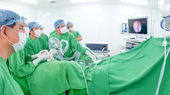 Chuyển giao kỹ thuật nội soi tại Bệnh viện Chợ Rẫy Phnom Penh
