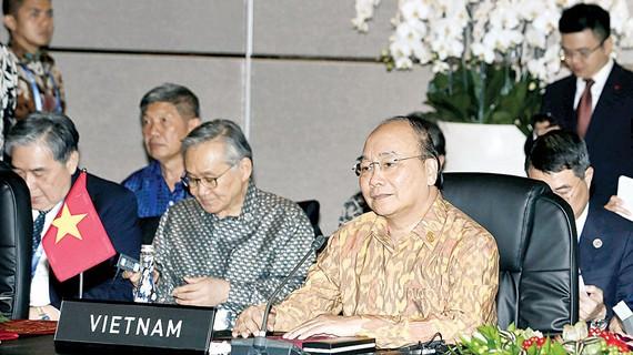 Thủ tướng Nguyễn Xuân Phúc tại Cuộc gặp các Nhà lãnh đạo ASEAN. Ảnh: TTXVN