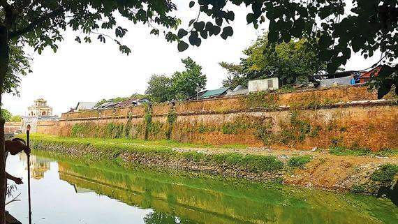 Di sản Kinh thành Huế bị xâm hại nghiêm trọng bởi hàng vạn người dân sống trên Thượng Thành