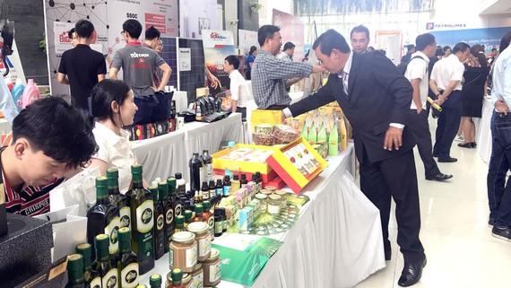 Nhiều sản phẩm Việt phục vụ nhu cầu tiêu dùng của người dân Hậu Giang
