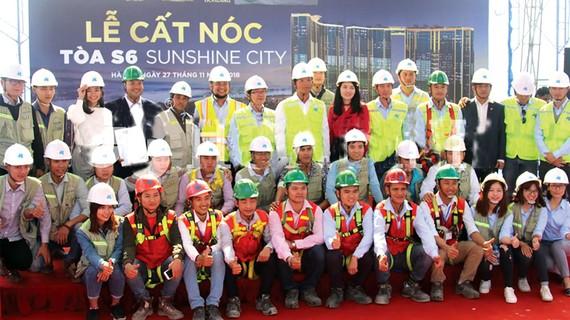 Cất nóc công trình Sunshine City vượt tiến độ 21 ngày