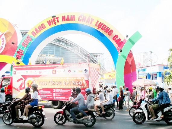 Mua sắm hàng hóa chất lượng với giá đặc biệt tại Hội chợ Hàng Việt Nam chất lượng cao