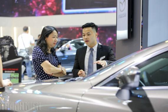Người Việt lo lắng trước thông tin áp dụng lệ phí trước bạ 50% với ô tô.