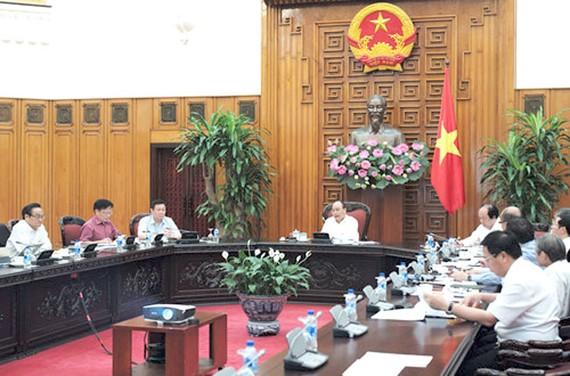 Thủ tướng Nguyễn Xuân Phúc làm việc với Tổ Tư vấn kinh tế mới được thành lập.