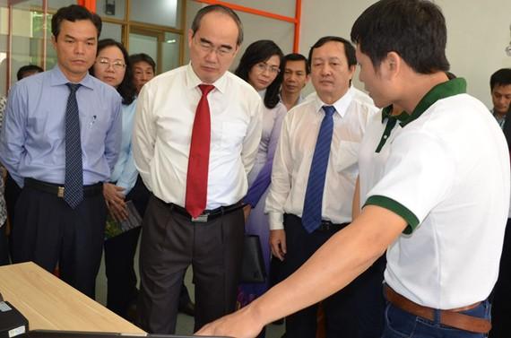 Bí thư Thành ủy TP.HCM Nguyễn Thiện Nhân thăm khu công nghệ phần mềm ĐHQG TP.HCM sáng 12.10.
