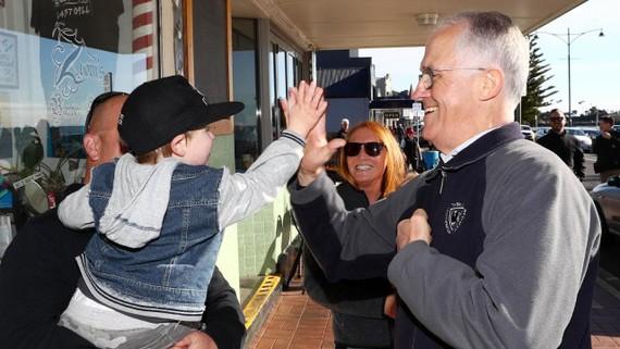 Thủ tướng Malcolm Turnbull bỏ phiếu tại khu vực bang Tasmania. Ảnh: The Australian