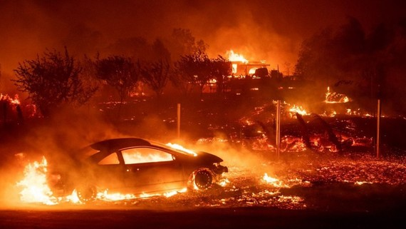 Thị trấn Paradise chìm trong biển lửa. Ảnh: Firehouse.com