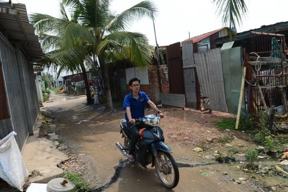 Nhiều người dân có nhà đất trong khu quy hoạch ở P.Thạnh Xuân, Q.12 (TP.HCM) đang chờ được cấp phép xây dựng tạm để xây cất lại nhà