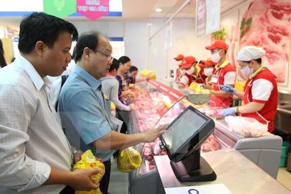 Người tiêu dùng truy xuất nguồn gốc thịt lợn sau khi mua.