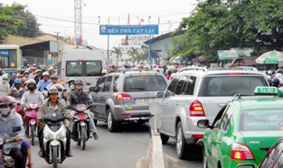 Bến phà Cát Lái nối quận 2, TPHCM với huyện Nhơn Trạch, tỉnh Đồng Nai luôn trong tình trạng quá tải