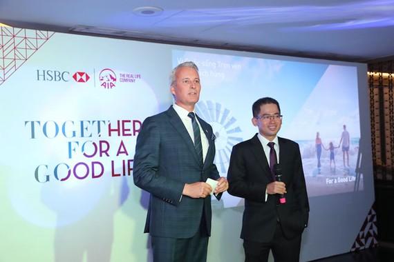 CEO AIA Việt Nam Wayne Besant và CEO HSBC Việt Nam Phạm Hồng Hải cùng chia sẻ tại sự kiện.