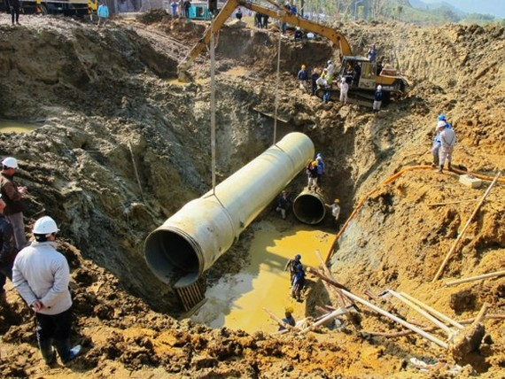 Tuyến ống nước sạch sông Đà về Hà Nội liên tục bị vỡ ảnh hưởng tới đời sống người dân và thiệt hại nặng nề về kinh tế