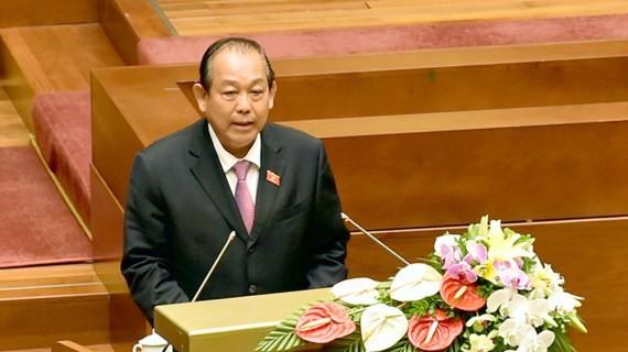 Phó Thủ tướng Trương Hòa Bình báo cáo Quốc hội về kinh tế - xã hội